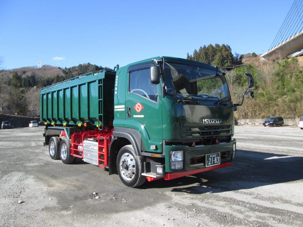 汚泥運搬車両をリニューアルしました。