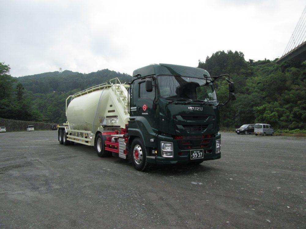 粉粒体運搬車セミトレーラをリニューアルしました!